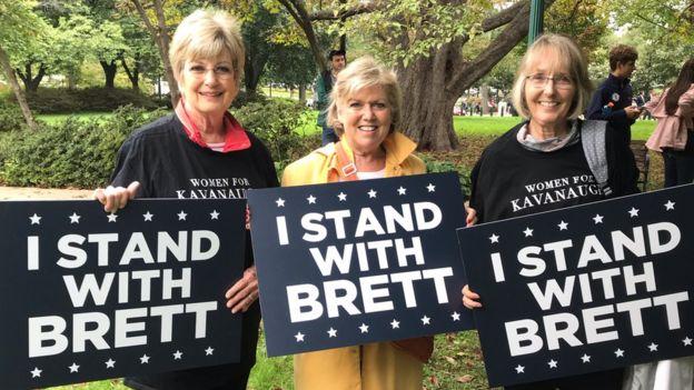 南希·威爾遜(中)和凱·露西安(右)支持卡瓦諾