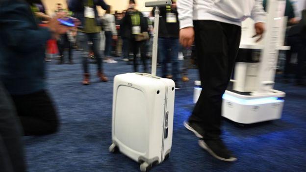 Чемодан на колесах Ovis Suitcase