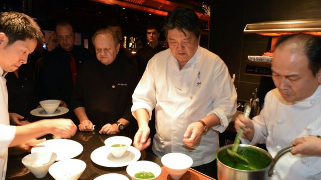 French Chef Joel Robuchon (3rdR) and Japanese Chef Hirohisa Koyama (C) cook in the kitchen of the restaurant L'Atelier de Joel Robuchon, on 13 November 2012 in Paris