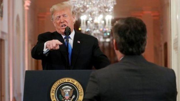 جیم اکوستا، خبرنگار ارشد سیانان در کاخ سفید، با دونالد ترامپ وارد سوال و جواب تندی شد.