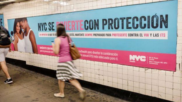 Campañas de gobiernos locales, como esta de Nueva York, se exhiben también en español.