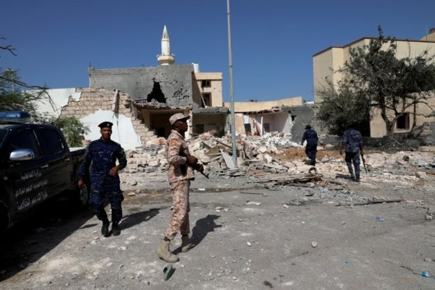 Trablus'ta hava saldırısı düzenlenen bir bölge
