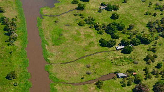 área em rio usada também como atalho