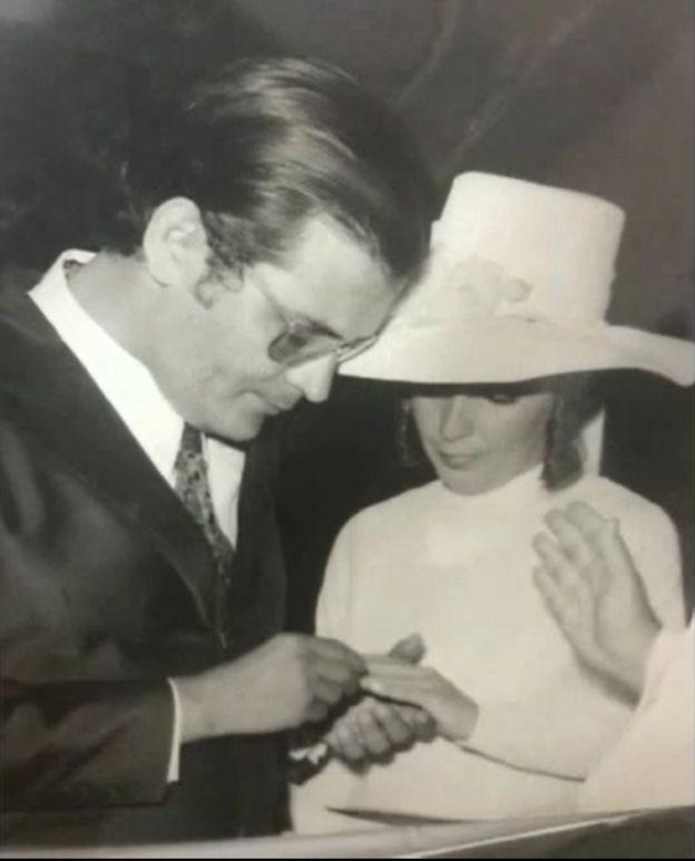 Elizabeth e Saint-Clair no dia do casamento