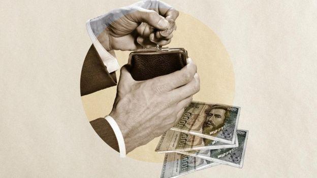 يتجنب بعض الناس استخدام الدفع الإلكتروني خشية زيادة معدل إنفاقهم
