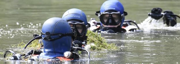 Divers of the French gendarmerie search for evidence in a pond near Pont-de-Beauvoisin, eastern france, on August 30, 2017