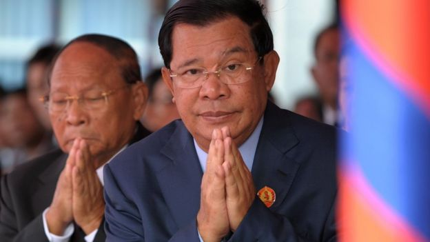 Hun Sen prays to Buddhist monks during a ceremony, 2 January 2017