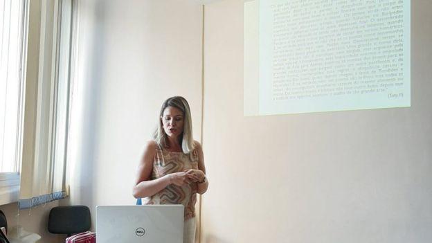 Simone na apresentação que marcou a conclusão do doutorado