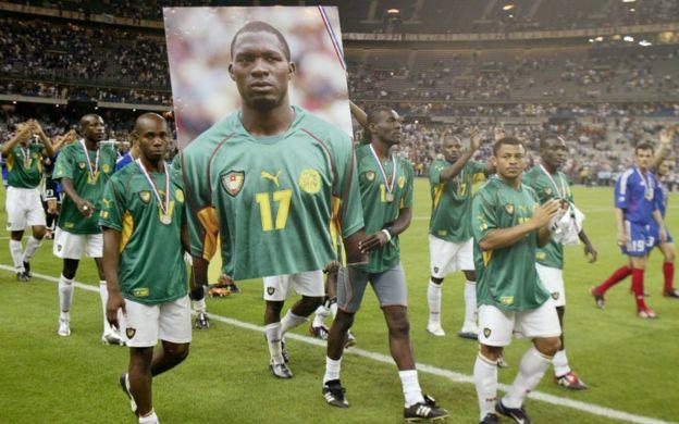 Jugadores de Camerún recuerdan a su compañero Marc Vivien Foe