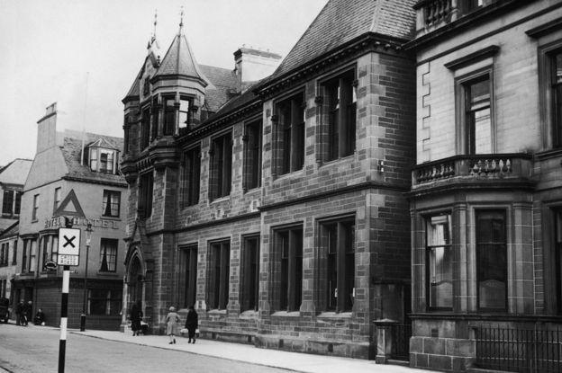 Biblioteca pública construída por Carnegie na Escócia, seu país de origem