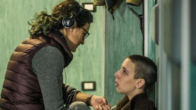 Agustina Macri con Vera Spinetta durante la filmación de Soledad.