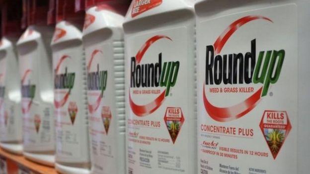 Envases de un herbicida