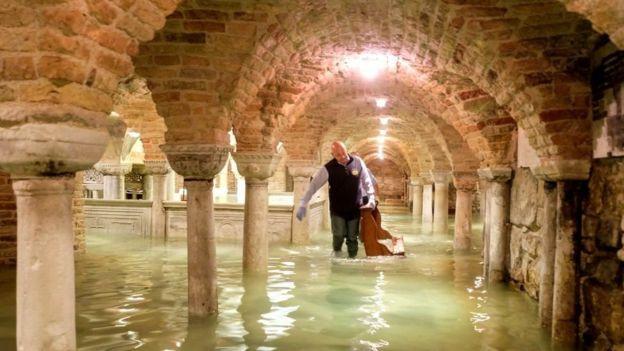 聖馬可大教堂地下室被淹嚴重