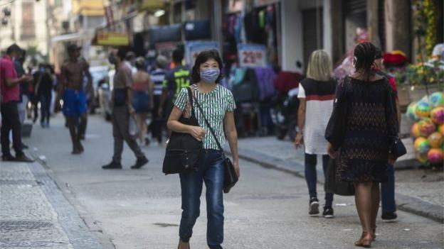 Decisão sobre reabrir comércio é de governadores e prefeitos no Brasil