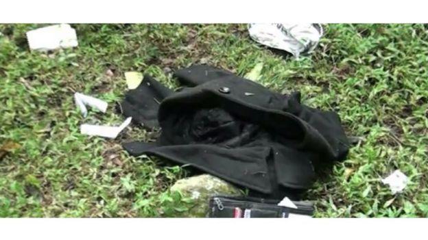 Objetos encontrados pela polícia próximo aos corpos
