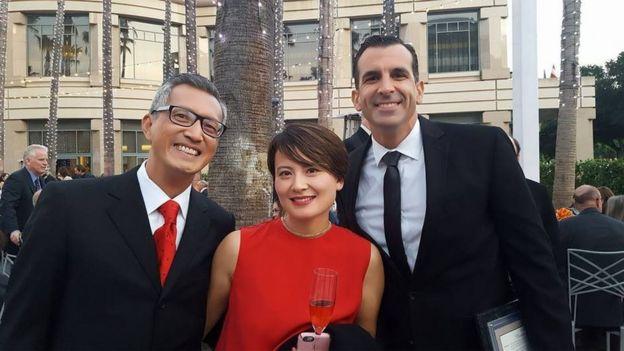Kiến trúc sư Thắng Đỗ (trái) cùng Thị trưởng thành phố San Jose, California Sam Liccardo (bìa phải)