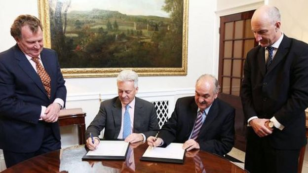 Sir Alan Duncan signing agreement with Argentina's deputy foreign minister Pedro Villagra Delgado