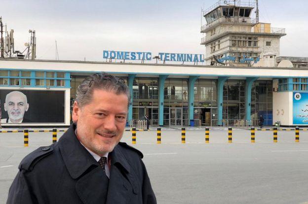 Vasileios Vasileiou en la terminal del aeropuerto internacional Hamid Karzai, en Kabul.