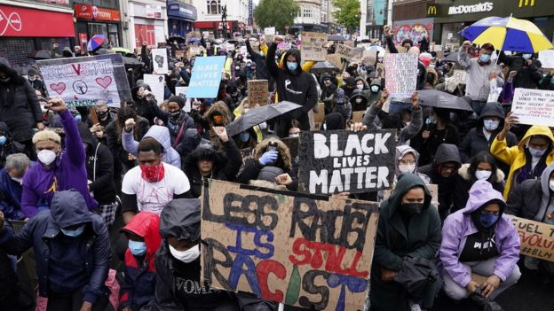 George Floyd death: Thousands turn out for UK anti-racism protests _112751984_hi061824185
