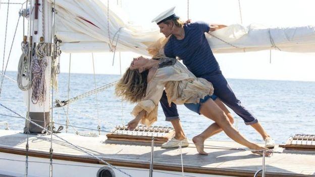 الممثل جوش ديلان مع بطلة الفيلم ليلي جيمس