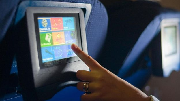 شرایط پرواز ممکن است ما را احساساتی کند و در هواپیما احتمال بیشتری دارد که با دیدن یک فیلم غمگین گریه کنیم