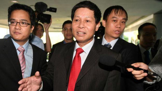 Đại sứ Lê Quý Quỳnh luôn có mặt ở cả hai phiên toà gần đây và động viên thăm hỏi trực tiếp Đoàn Thị Hương