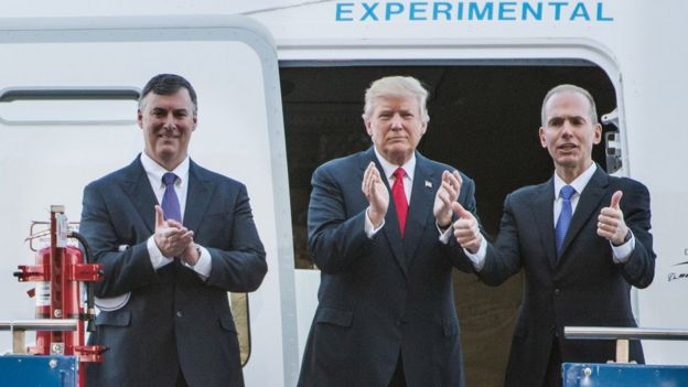 Donald Trump y Dennis Muilenburg