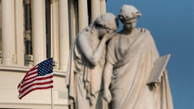 پرچم آمریکا در کنگره به احترام مرگ سناتور مک کین چند روز نیمه افراشته ماند
