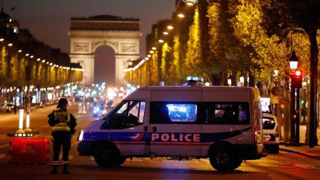 La policía se despliega en París