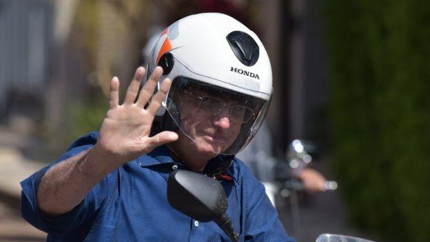 Presidente Jair Bolsonaro dirigindo uma moto em Brasília, no dia 25 de julho de 2020