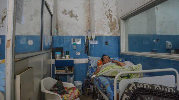 Los hospitales, como el de Vargas en Caracas, han sido los que más han sufrido la crisis en Venezuela. Y con ellos, los pacientes. Foto: Getty Images