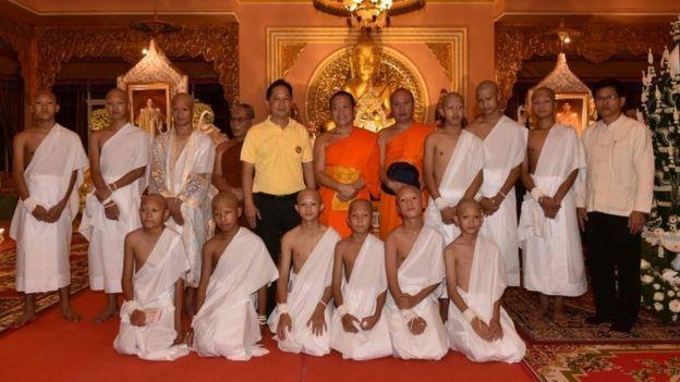 Los niños tailandeses rescatados se convertirán en monjes