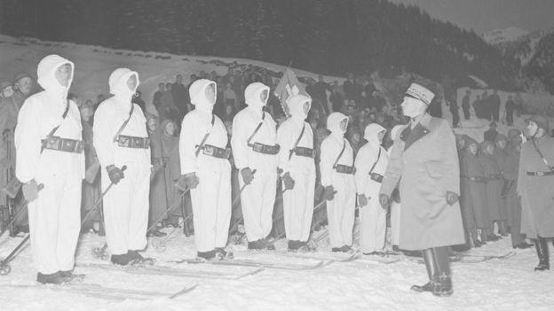Soldados suizos en 1943.