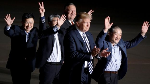 Donald Trump and Mike Pompeo welcome the three Americans released by North Korea.