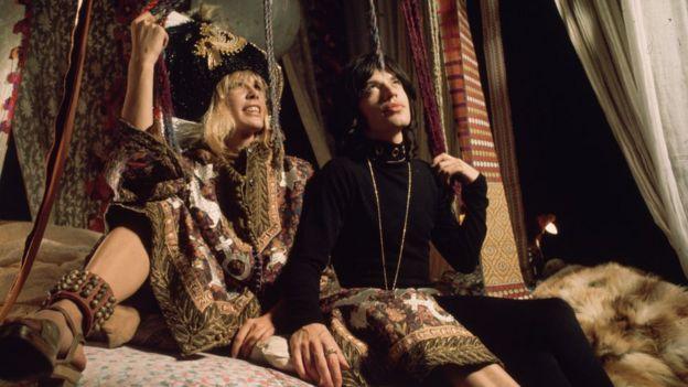 Mick Jagger y la actriz Anita Pallenberg.