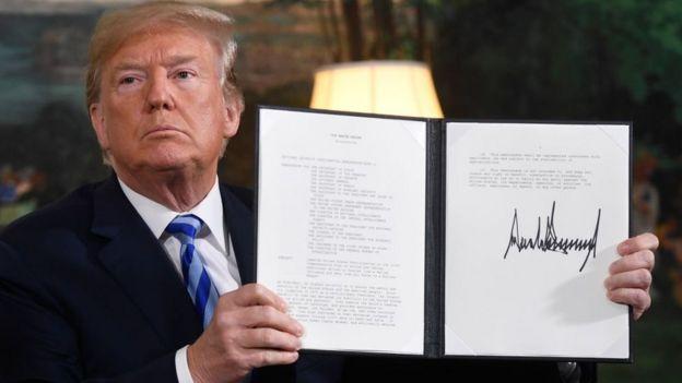 """دونالد ترامپ پس از خارج شدن از توافق هستهای با ایران، در نوامبر سال ٢٠١٨، """"سخت ترین تحریم ها"""" را علیه صنایع و بانکهای ایران به اجرا گذاشت"""