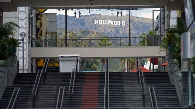 Hollywood and Highland shopping centre with the Hollywood sign in the background