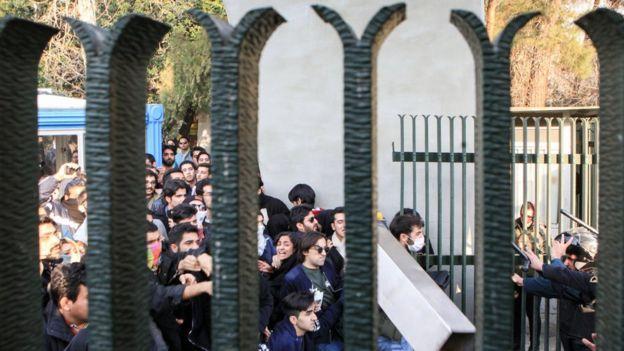 دهها وکیل خواستار پذیرش پرونده بازداشتیهای اخیر در ایران شدند