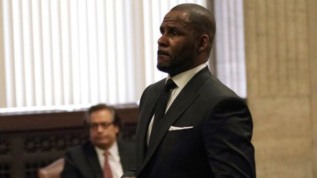 Bildergebnis für R. Kelly 'arrested on federal sex trafficking charges'