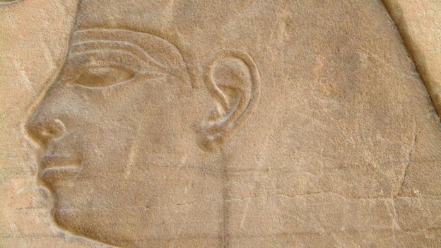 نقش لامرأة فرعونية