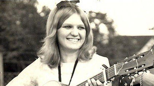 Heather Jones a enillodd Cân i Gymru yn 1972 gyda 'Pan Ddaw'r Dydd'