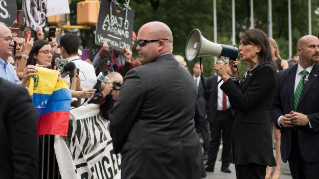 Nikki Haley en protesta de venezolanos en Nueva York.