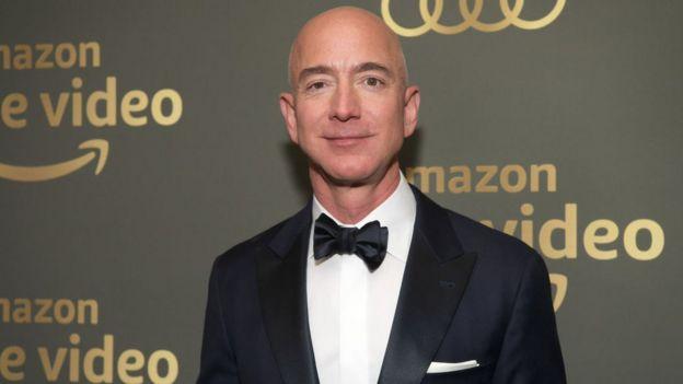 Jeff Bezos, le fondateur d'Amazon, reste en haut du classement des personnes les plus riches du monde.