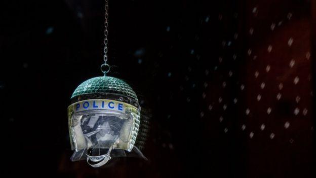 Polis kaskından disko topu