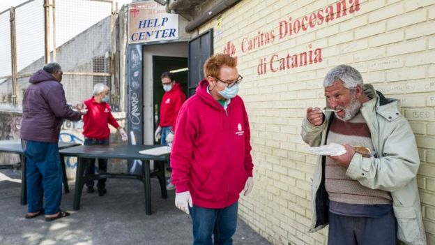Пункт помощи бедным на Сицилии