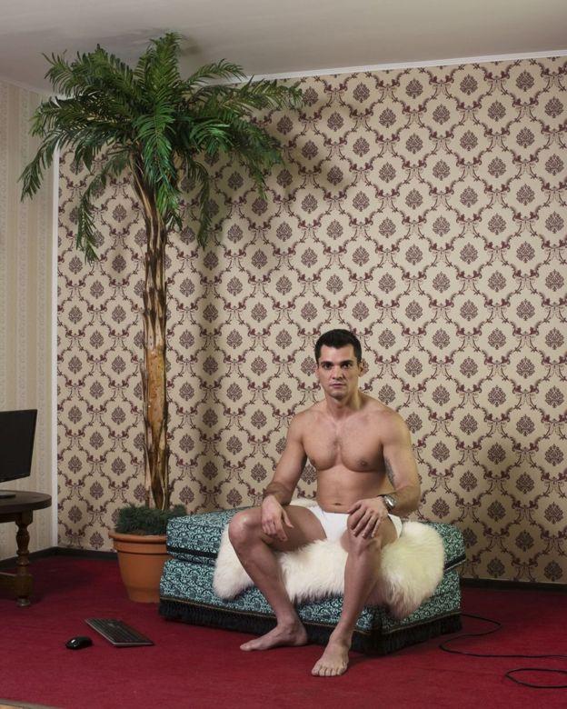 Công ty này có 09 chi nhánh tại Romania, bao gồm một hệ thống người mẫu nam (cam-boys) phục vụ thị trường đồng tính