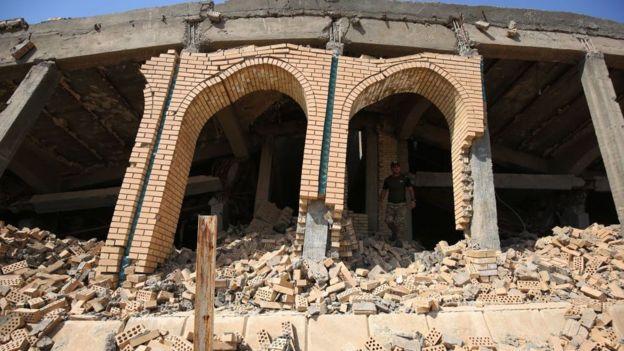 Restos de la tumba de Saddam Hussein