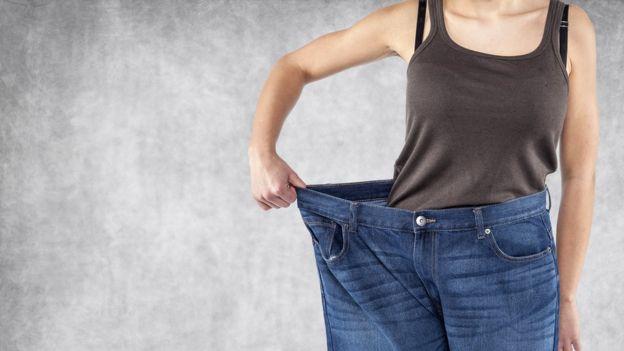 Mujer con aparente pérdida de peso