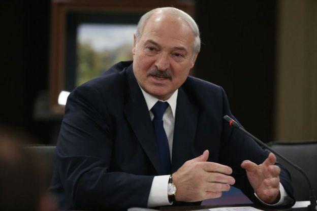 • الکساندر لوکاشنکو، رییس جمهور بلاروس میگوید کشورش نباید از ویروس کرونا بترسد