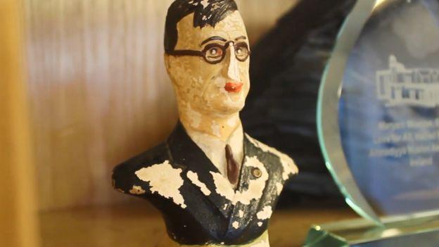 Eamon de Valera figurine